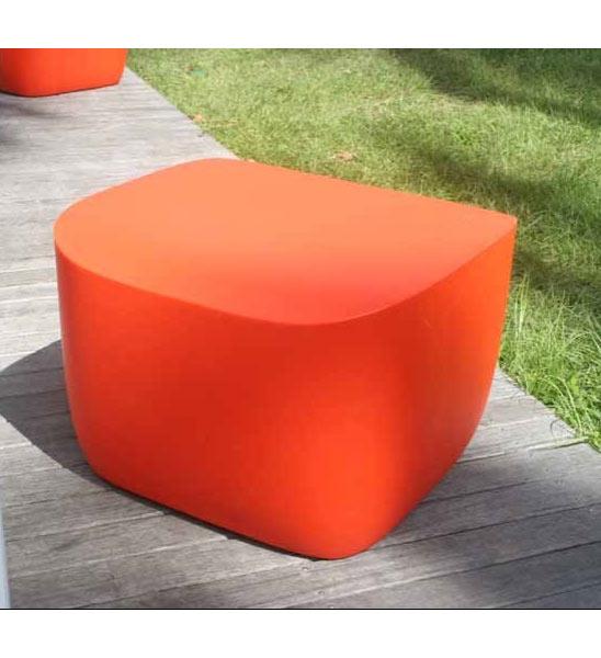 Design beistelltisch kunststoff translation im greenbop for Beistelltisch orange
