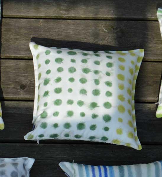 jan kurtz outdoor kissen amlapura gepunktet im greenbop online shop kaufen. Black Bedroom Furniture Sets. Home Design Ideas